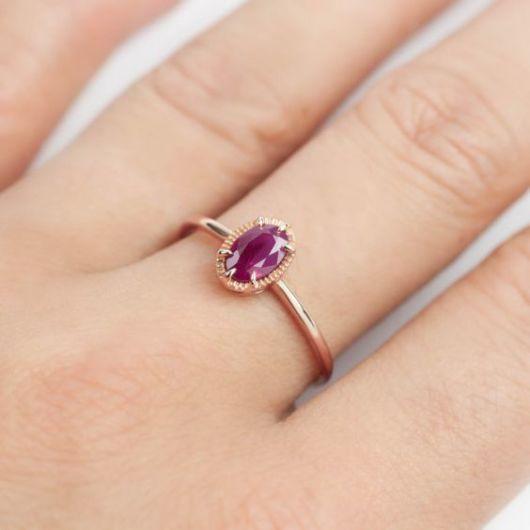anel de ouro com rubi