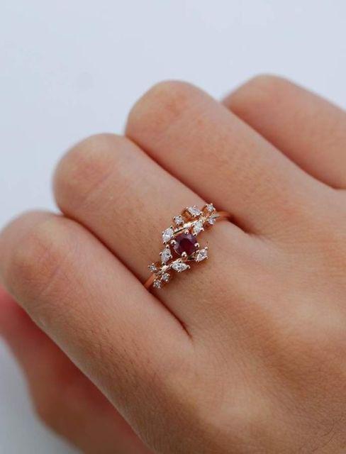 anel delicado de rubi
