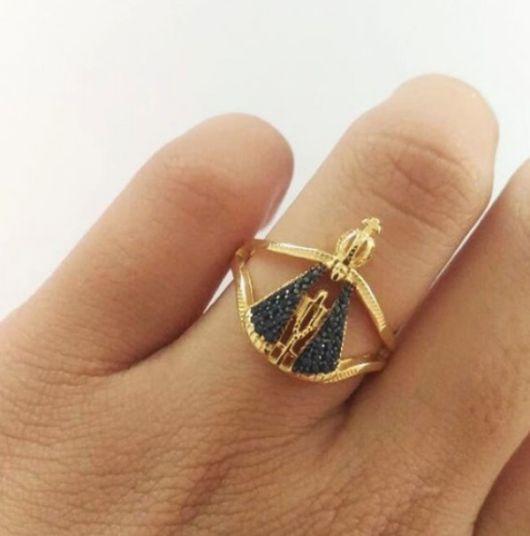 anel cravejado azul