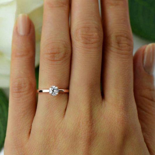 anel de ouro amarelo com diamante