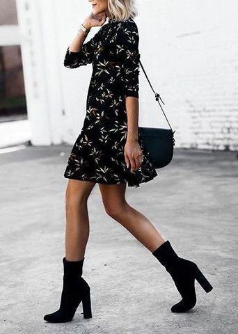look vestido floral com bota