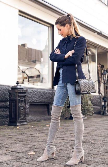 calça jeans clara com bota