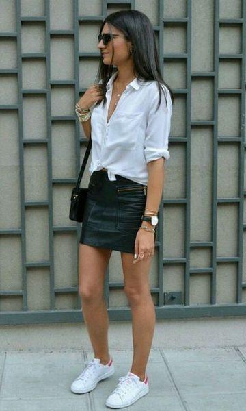 look saia de couro com tênis