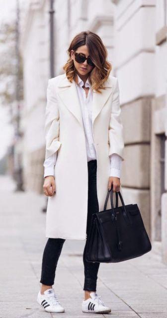 look de inverno com casaco branco