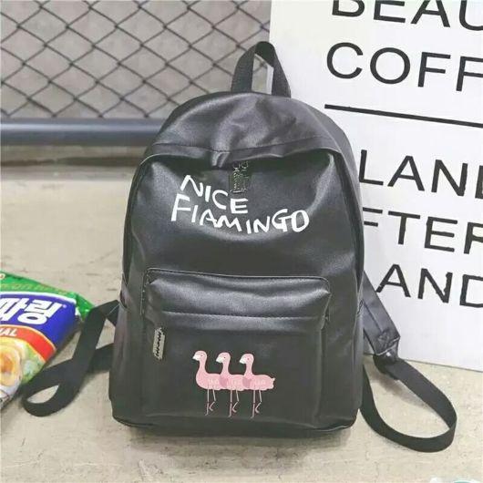 mochila de couro preto