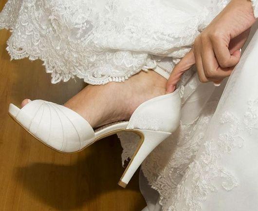 sapato branco de cetim