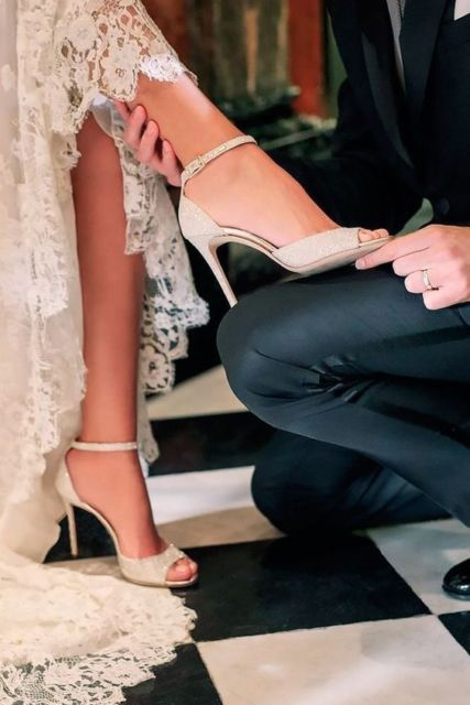 sandália para vestido de renda