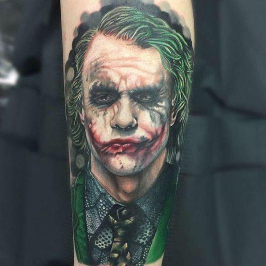 tatuagem Coringa no antebraço
