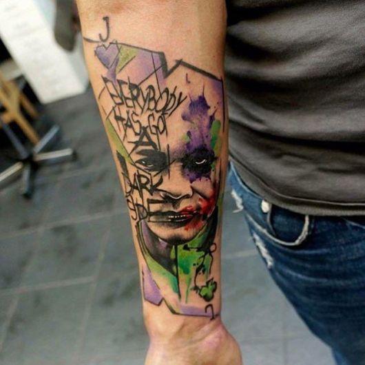 tatuagem Coringa no braço