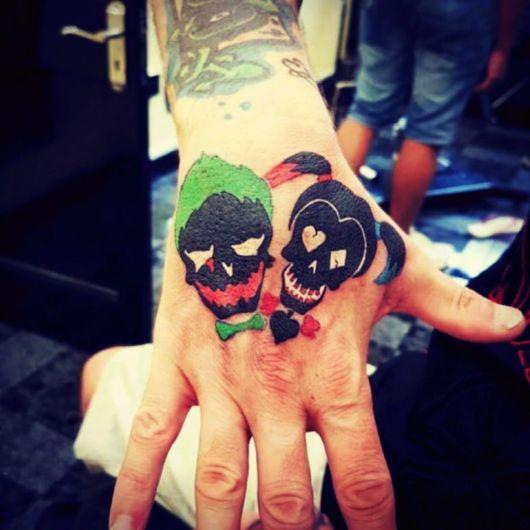 tatuagem Coringa na mão