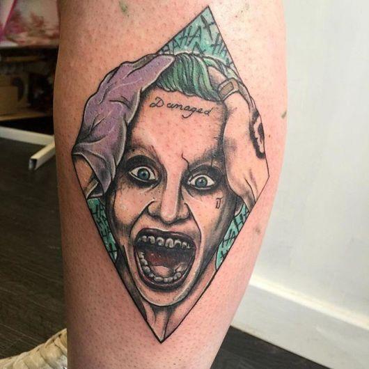 tatuagem Coringa na perna
