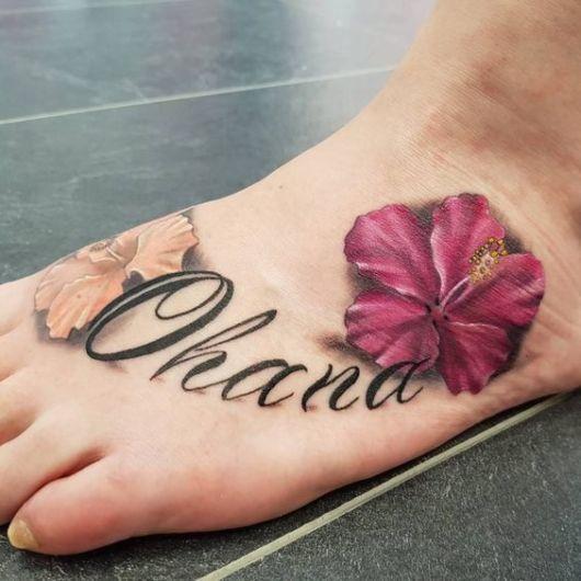 tatuagem de flor no pé