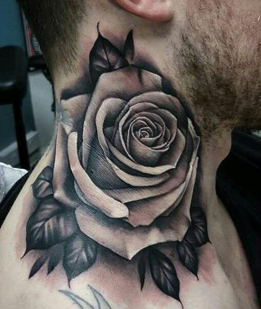 tatuagem no pescoço
