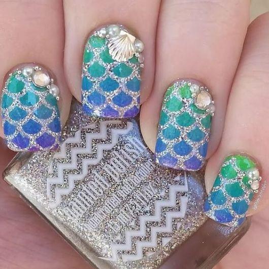 esmalte com glitter prateado
