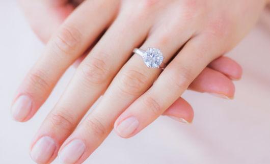 anel de prata solitário