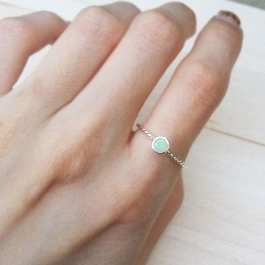 anel simples com pedra
