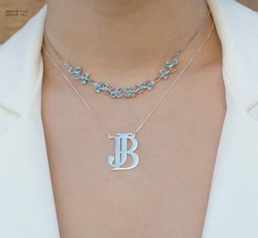 colar de letra monograma de prata