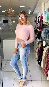 cropped de pelinho com jeans básico