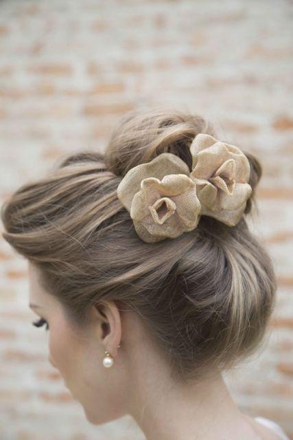 coque com flor de tecido