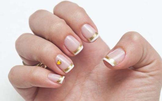 francesinha dourada com pedra dourada