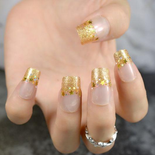 francesinha dourada com estrelas e glitter