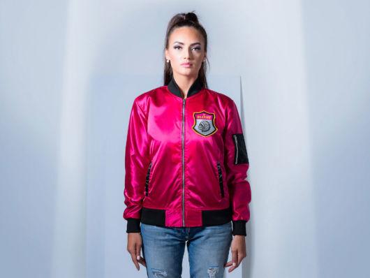 jaqueta rosa com jaqueta bomber