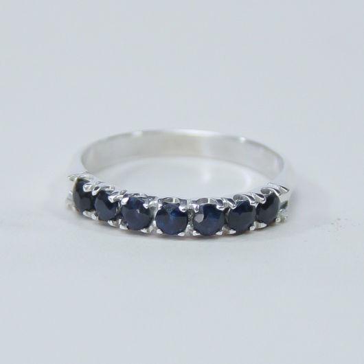 anel em prata com pedras