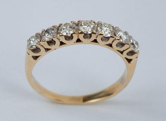 anel com brilhantes