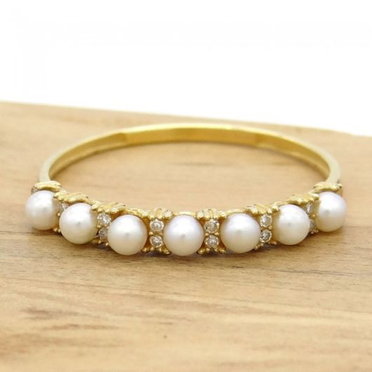 anel com pérolas e diamantes