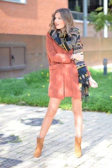 look bota cano curto e vestido