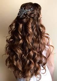 Penteado de princesa: cabelo cacheado semi-preso