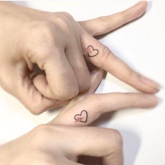 tatuagem dedo casal