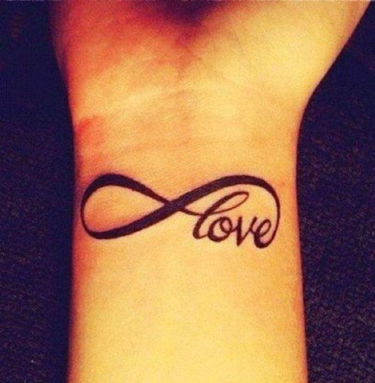 tatuagem infinito no pulso