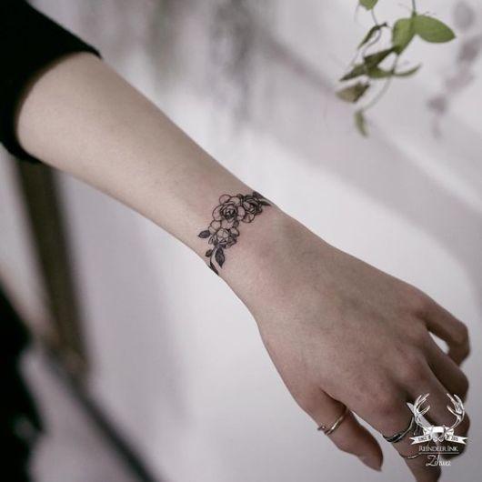 tatuagem bracelete flor