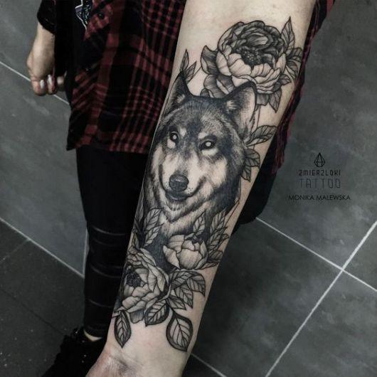 desenho lobo com rosas