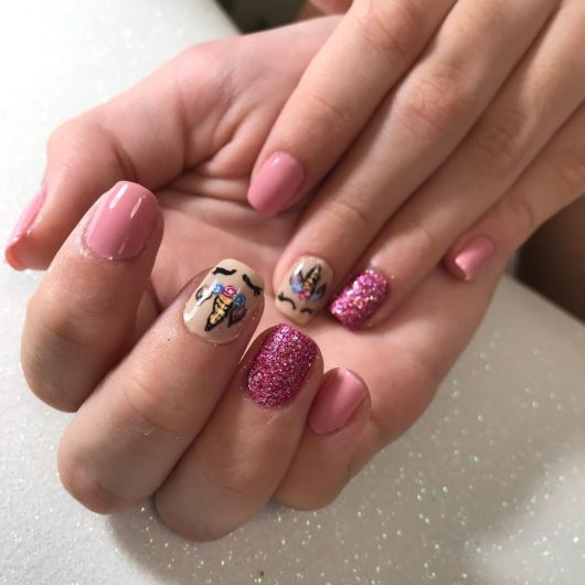 esmalte pink com glitter