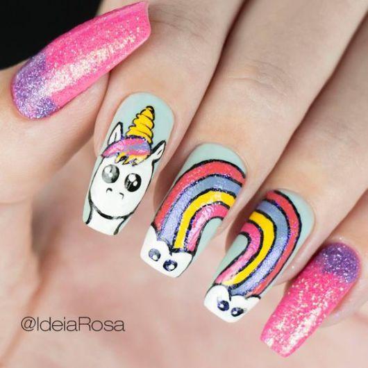 unha com arco-íris