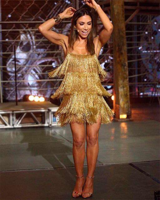 vestido dourado curto