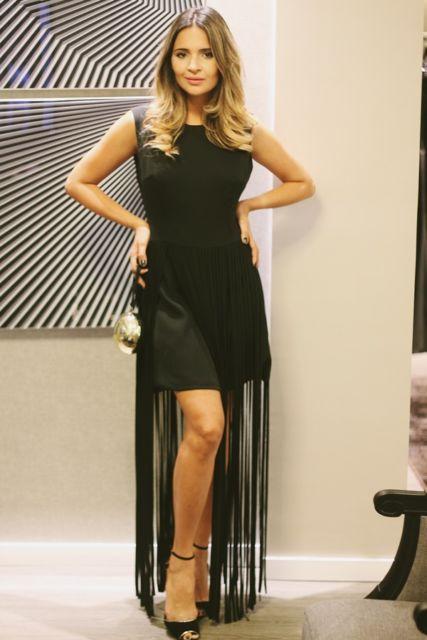 vestido com franja longa
