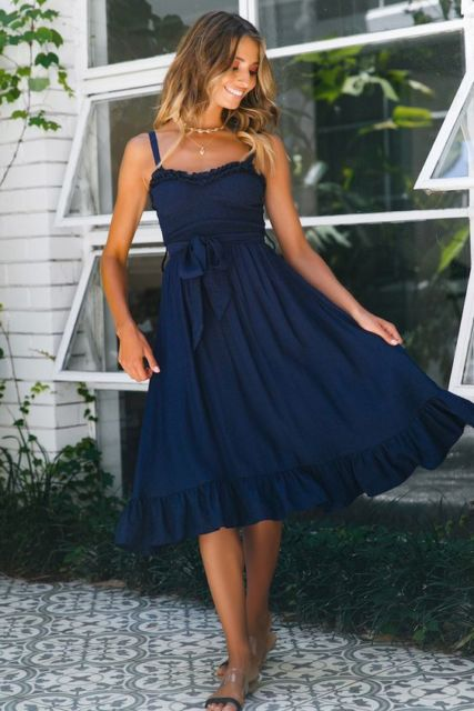 look vestido azul marinho