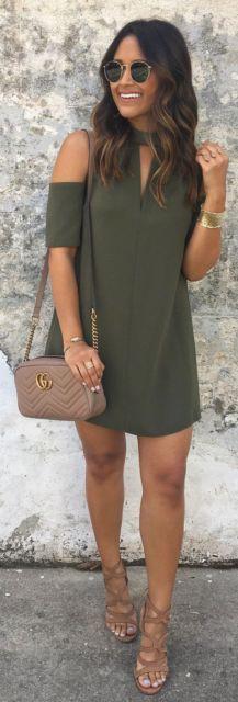 look vestido verde militar