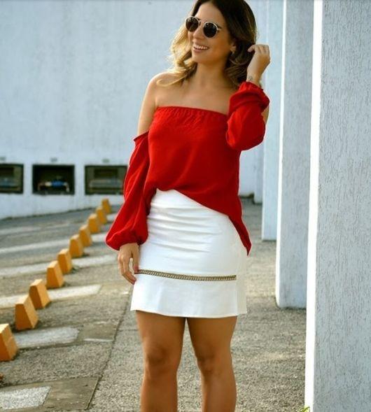 blusa ciganinha manga longa vermelha com saia branca