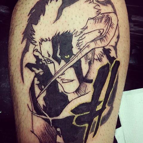 tatuagem de anime com tinta preta