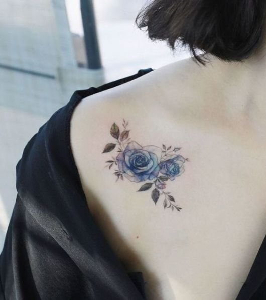 tatuagem rosa azul