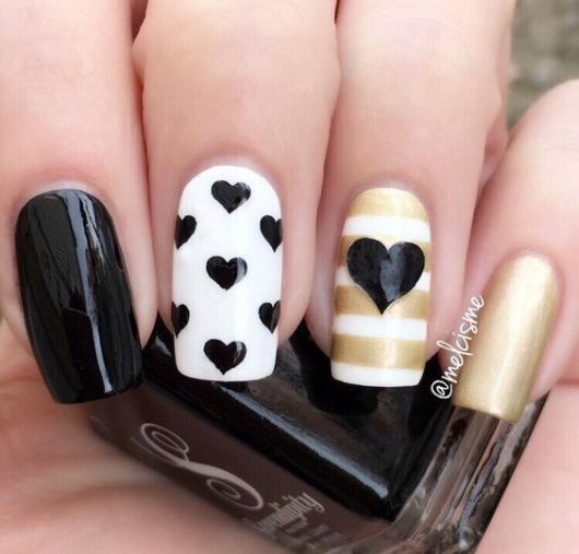 unhas decoradas com corações