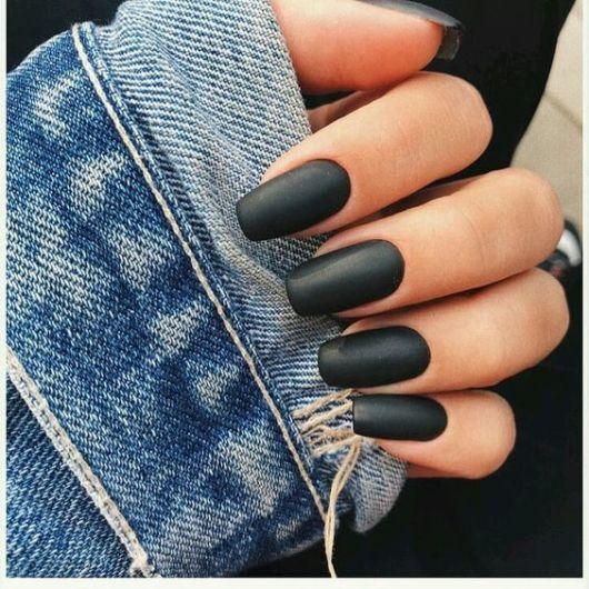 unha preto fosco