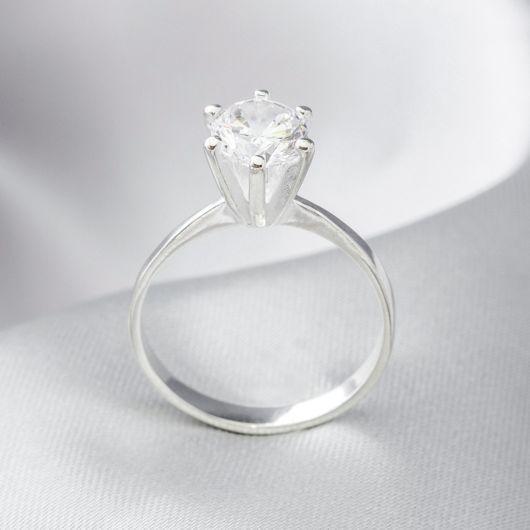 anel com brilhante