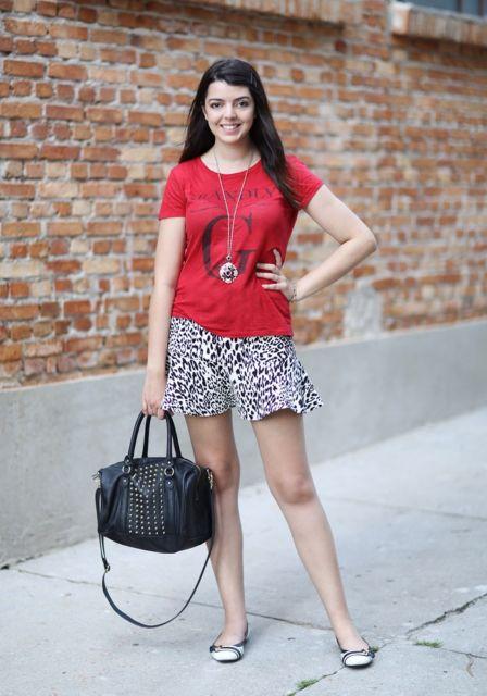 look saia e blusa vermelha