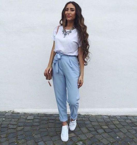 look calça azul clara