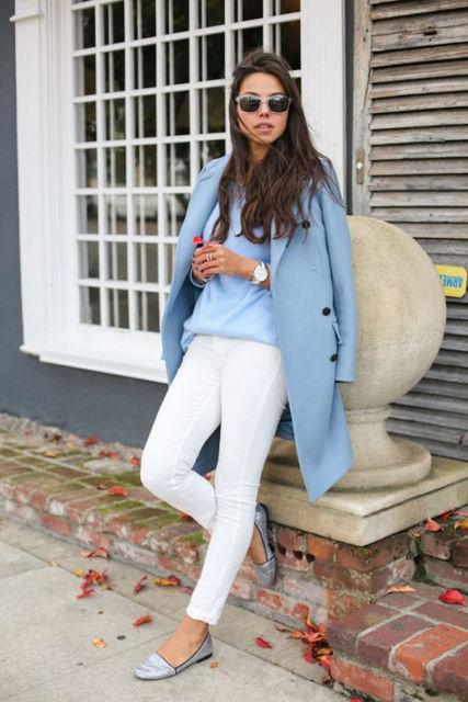 look de inverno com casaco azul claro